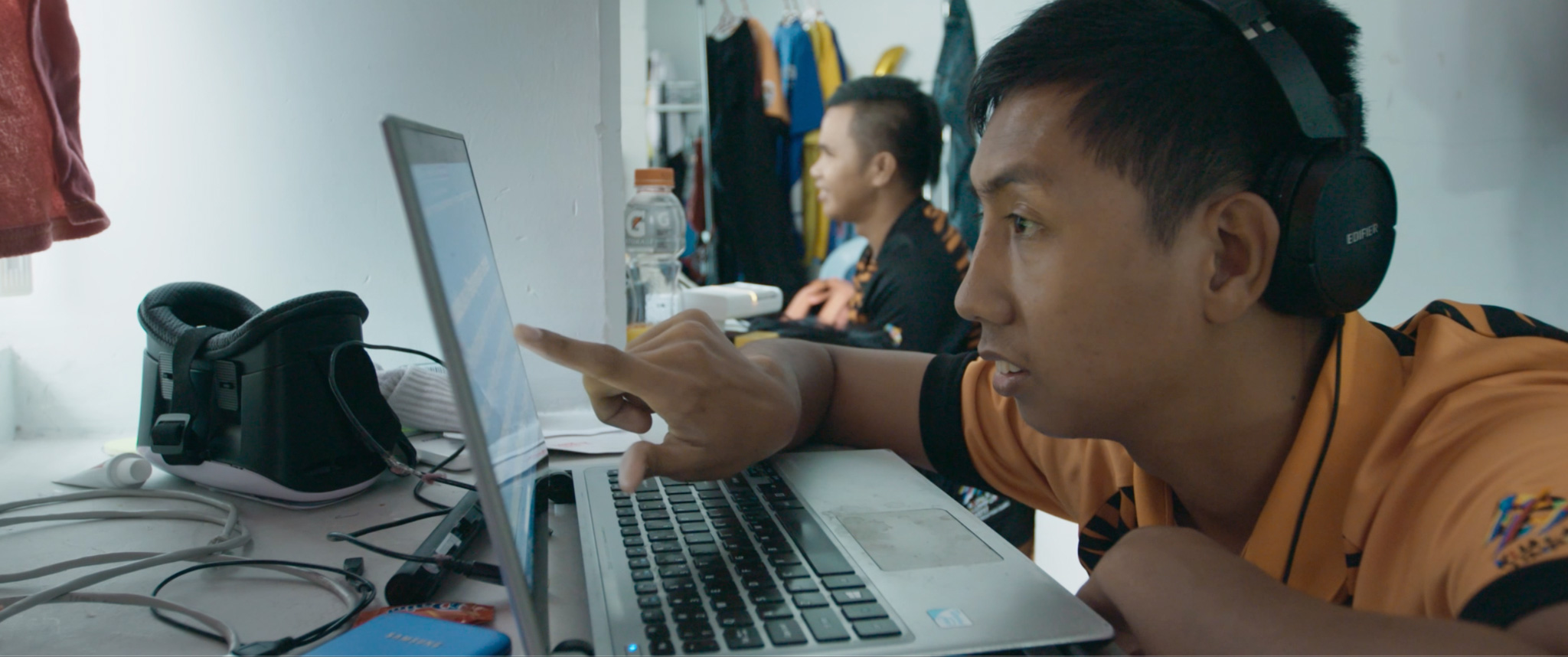 Blind footballer Asri is using his computer, assisted by a screen reader.